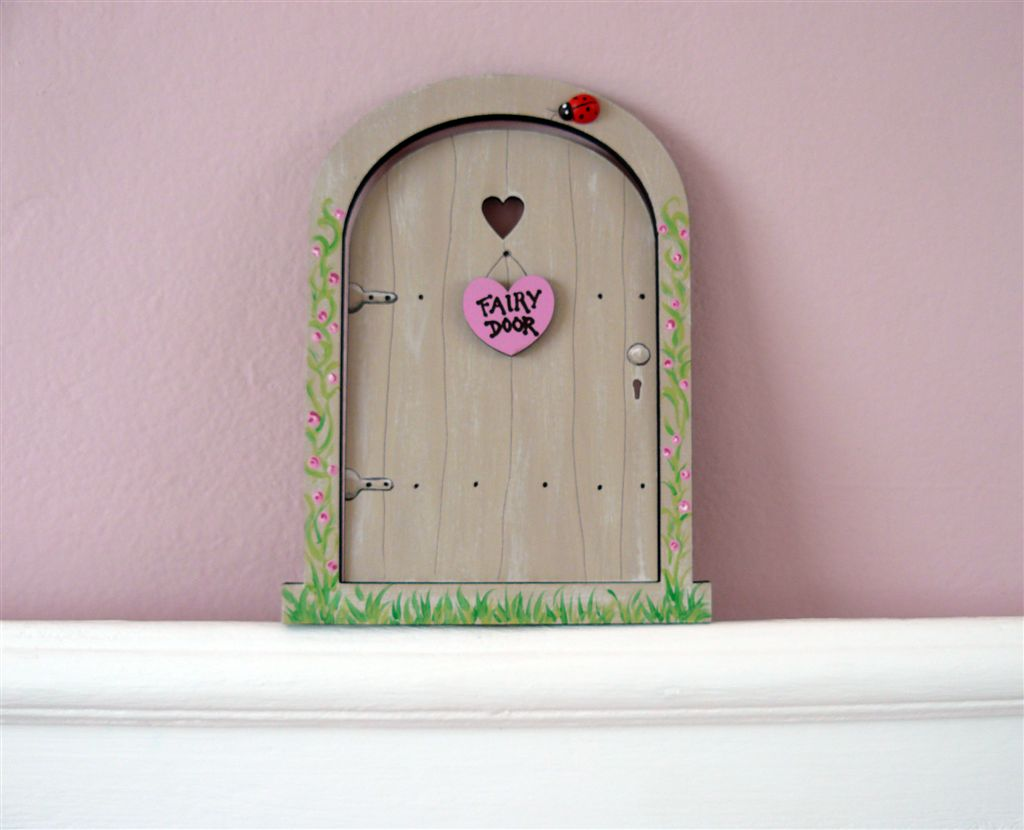 Cream Fairy Door 18x14cm